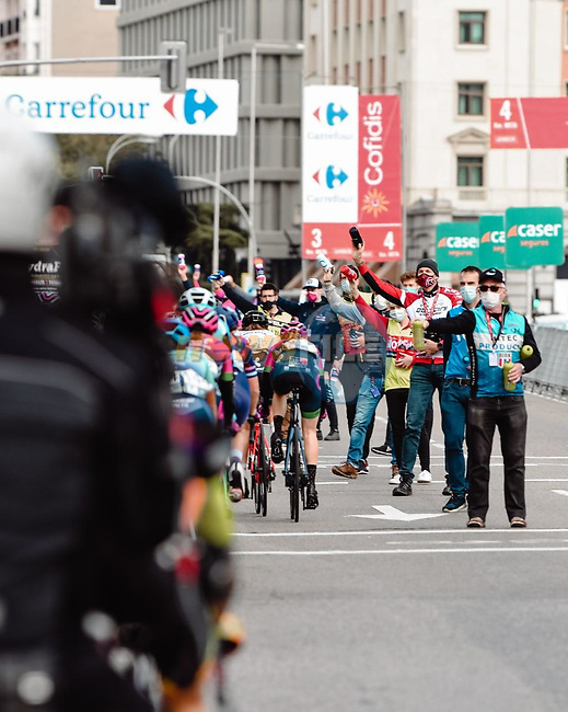The feed zone during Stage 3 of the CERATIZIT Challenge by La Vuelta 2020, running 98.6km around the streets of Madrid, Spain. 8th November 2020.<br /> Picture: Antonio Baixauli López/BaixauliStudio | Cyclefile<br /> <br /> All photos usage must carry mandatory copyright credit (© Cyclefile | Antonio Baixauli López/BaixauliStudio)
