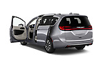 Car images of 2021 Chrysler Pacifica Touring-L 5 Door Minivan Doors