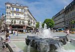 Germany, Baden-Wuerttemberg, Baden-Baden: fountain at Leopolds Square | Deutschland, Baden-Wuerttemberg, Baden-Baden: Brunnen am Leopoldsplatz