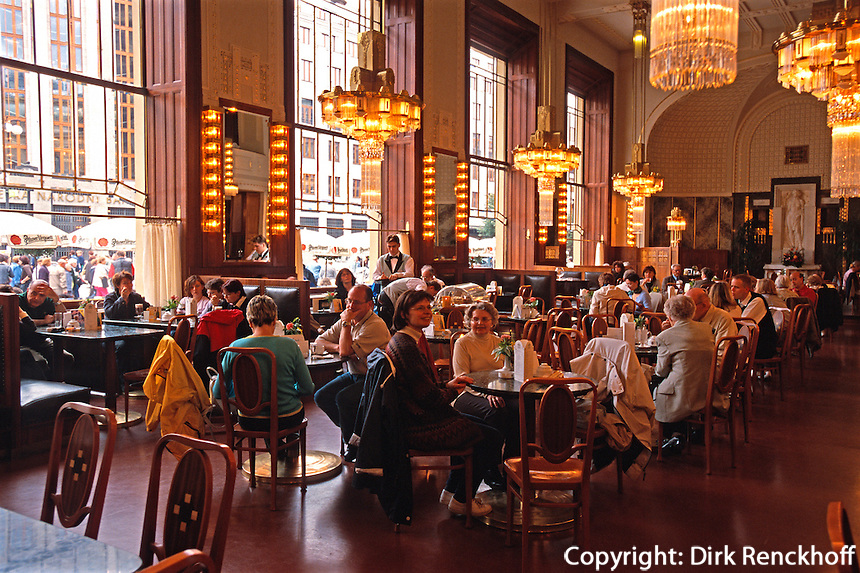 Cafe im Repraesentationshaus (Obecni Dum), Prag, Tschechien, Unesco-Weltkulturerbe.