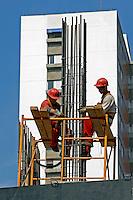 Operarios trabalhando em construcao de predio. Sao Paulo. 2010. Foto de Juca Martins.