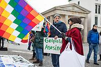 """Kundegbung am Samstag den 23. November 2019 in Berlin gegen den rechten Putsch in Bolivien gegen den gewaehlten indigenen Praesidenten Evo Morales. An der Kundegebung nahmen auch Exil-Bolivianerinnen und Bolivianer teil. Sie protestierten gegen das Massaker an der indigenen Bevoelkerung in der Stadt El Alto, forderten den Ruecktritt der selbsternannten Praesidentin Jeanine Anez und ein Ende der Militaereinsaetze gegen die indigene Bevoelkerung.<br /> Im Bild: Ein Kundgebungsteilnehmer haelt ein Schild mit der spanischen Aufschrift """"Putschisten sind Moerder"""".<br /> 23.11.2019, Berlin<br /> Copyright: Christian-Ditsch.de<br /> [Inhaltsveraendernde Manipulation des Fotos nur nach ausdruecklicher Genehmigung des Fotografen. Vereinbarungen ueber Abtretung von Persoenlichkeitsrechten/Model Release der abgebildeten Person/Personen liegen nicht vor. NO MODEL RELEASE! Nur fuer Redaktionelle Zwecke. Don't publish without copyright Christian-Ditsch.de, Veroeffentlichung nur mit Fotografennennung, sowie gegen Honorar, MwSt. und Beleg. Konto: I N G - D i B a, IBAN DE58500105175400192269, BIC INGDDEFFXXX, Kontakt: post@christian-ditsch.de<br /> Bei der Bearbeitung der Dateiinformationen darf die Urheberkennzeichnung in den EXIF- und  IPTC-Daten nicht entfernt werden, diese sind in digitalen Medien nach §95c UrhG rechtlich geschuetzt. Der Urhebervermerk wird gemaess §13 UrhG verlangt.]"""