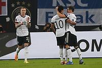 celebrate the goal, Torjubel zum 1:1 Serge Gnabry (Deutschland Germany) - Hamburg 08.10.2021: Deutschland vs. Rumänien, Volksparkstadion Hamburg
