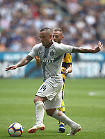 Calcio, Serie A: Inter Milano-Parma, Giuseppe Meazza stadium, September 15, 2018.<br /> Inter's Radja Nainggolan (front) in action with Parma's Antonio Di Gaudio during the Italian Serie A football match between Inter and Parma at Giuseppe Meazza (San Siro) stadium, September 15, 2018.<br /> UPDATE IMAGES PRESS/Isabella Bonotto