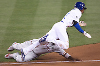 08/9/11 Los Angeles, CA: Philadelphia Phillies first baseman Ryan Howard #6 tags out Los Angeles Dodger Dee Gordon #9 during an MLB game played at Dodger Stadium. The Phillies defeated the Dodgers 2-1.