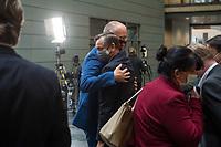 """Konstituierung des 3. Untersuchungsausschusses der 19. Wahlperiode (""""Wirecard"""") am <br /> Donnerstag den 8. Oktober 2020.<br /> Nach dem Zusammenbruch des Finanzunternehmens Wirecard hatten die Mitglieder des Deutschen Bundestag die Einsetzung des Wirecard-Untersuchungsausschuss beschlossen. Bundestagspraesident Wolfgang Schaeuble eroeffnete die konstituierende Sitzung.<br /> Im Bild: Kay Gottschalk, Abgeordneter der rechtsnationalistischen Partei """"Alternative fuer Deutschland"""" (rechts) wird von seinem Parteikameraden Joern Koenig umarmt. Gottschalk wurde mit 4 Gegenstimmen von den Ausschussmitgliedern zum Vorsitzenden gewaehlt.<br /> 8.10.2020, Berlin<br /> Copyright: Christian-Ditsch.de"""