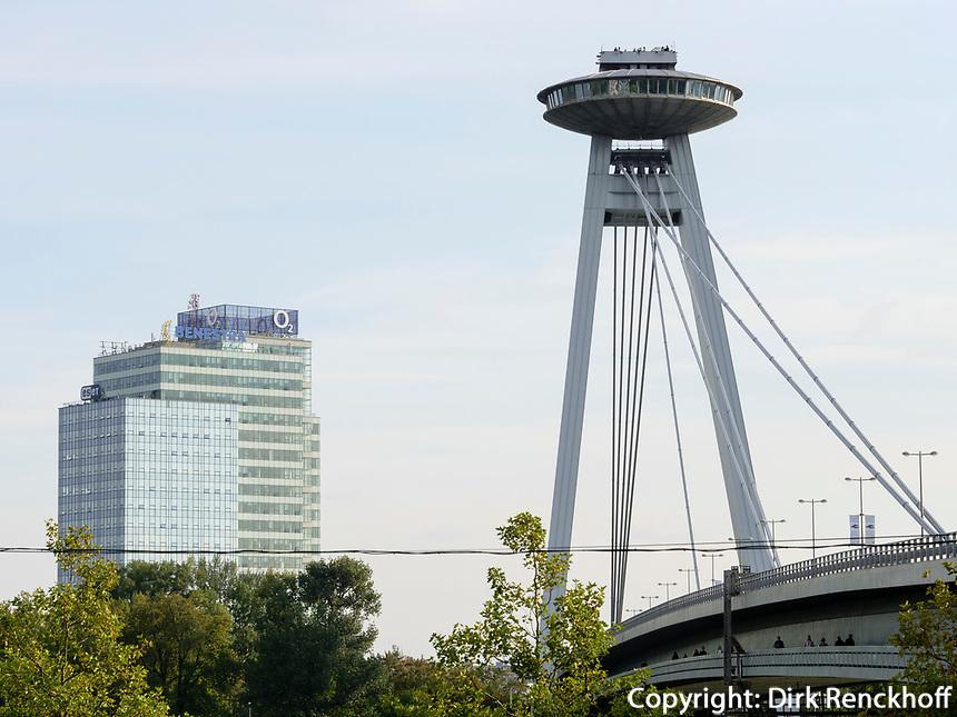Restaurant UFO auf der Brücke Most SNP über die Donau, Bratislava, Bratislavsky kraj, Slowakei, Europa<br /> New bridge most SNP with restaurant UFO, Danube river, Bratislava, Bratislavsky kraj, Slovakia, Europe