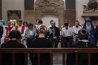 Mulitreligioeser CDS-Gottesdienst in der Berliner St. Marienkirche.<br /> Am Vorabend des Christopher Street Day veranstaltete der Evangelische Kirchenkreis Berlin Stadtmitte in der St. Marienkirche einen multireligioesen Gottesdienst. Daran nahmen christliche, moslemische und juedische Geistliche teil und sprachen zu aktuellen Themen wie Ehe fuer alle und Verfolgung von Minderheiten und LGBT in anderen Laendern. Ein besonderer Dank richtete sich an den Bundestagsabgeordneten Volker Beck fuer sein Jahrzehnte langes Engagement fuer eine Ehe fuer alle.<br /> Zum Abschluss des Gottesdienst wurde der ein muslimischer, ein juedischer und ein christlicher Segen fuer den CSD ausgesprochen.<br /> 21.7.2017, Berlin<br /> Copyright: Christian-Ditsch.de<br /> [Inhaltsveraendernde Manipulation des Fotos nur nach ausdruecklicher Genehmigung des Fotografen. Vereinbarungen ueber Abtretung von Persoenlichkeitsrechten/Model Release der abgebildeten Person/Personen liegen nicht vor. NO MODEL RELEASE! Nur fuer Redaktionelle Zwecke. Don't publish without copyright Christian-Ditsch.de, Veroeffentlichung nur mit Fotografennennung, sowie gegen Honorar, MwSt. und Beleg. Konto: I N G - D i B a, IBAN DE58500105175400192269, BIC INGDDEFFXXX, Kontakt: post@christian-ditsch.de<br /> Bei der Bearbeitung der Dateiinformationen darf die Urheberkennzeichnung in den EXIF- und  IPTC-Daten nicht entfernt werden, diese sind in digitalen Medien nach §95c UrhG rechtlich geschuetzt. Der Urhebervermerk wird gemaess §13 UrhG verlangt.]