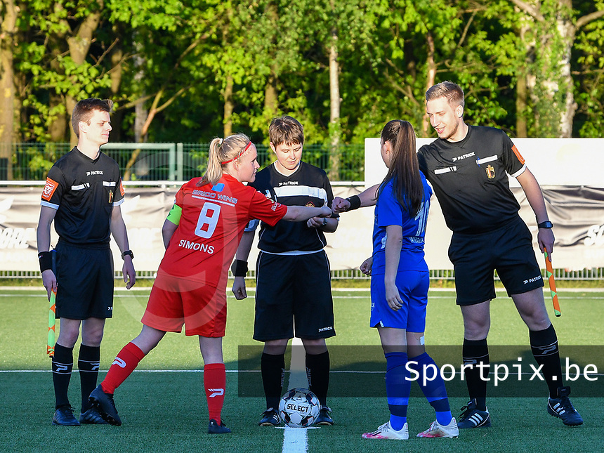 Jana Simons (8) of Woluwe gives a fist bump to assistant referee Jiri Bergs before a female soccer game between  Racing Genk Ladies and White Star Woluwe on the 8 th matchday of play off 2 in the 2020 - 2021 season of Belgian Scooore Womens Super League , tuesday 18 th of May 2021  in Genk , Belgium . PHOTO SPORTPIX.BE   SPP   JILL DELSAUX