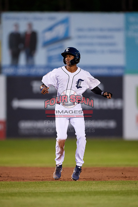 Connecticut Tigers left fielder Eric De La Rosa (19) leads off second base during a game against the Hudson Valley Renegades on August 20, 2018 at Dodd Stadium in Norwich, Connecticut.  Hudson Valley defeated Connecticut 3-1.  (Mike Janes/Four Seam Images)