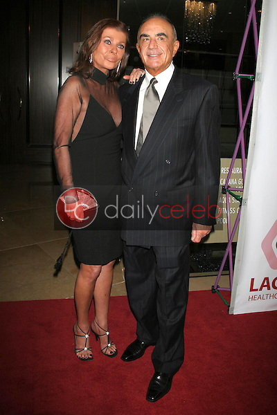 """Robert Shapiro and wife Linell<br />at """"An Evening with Larry King and Friends"""" fundraising gala. The Beverly Hilton Hotel, Beverly Hills, CA. 11-21-06<br />Dave Edwards/DailyCeleb.com 818-249-4998"""