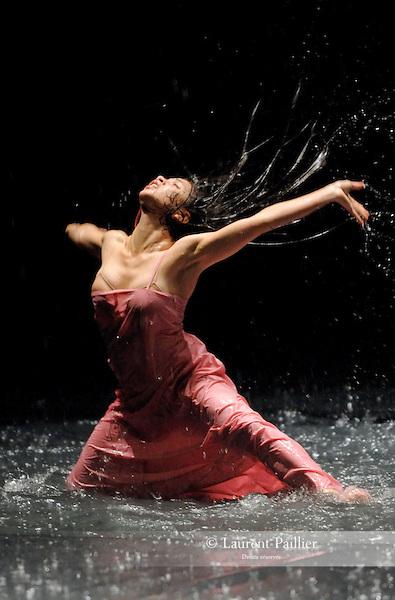 "SILVIA<br /> Silvia Farias dans ""Vollmond"" de Pina Bausch<br /> Théâtre de la Ville de Paris le 16/06/2007"