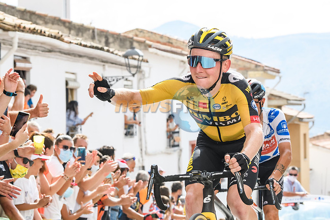Sam Oomen (NED) Jumbo-Visma entertains the crowd on the final climb during Stage 11 of La Vuelta d'Espana 2021, running 133.6km from Antequera to Valdepeñas de Jaén, Spain. 25th August 2021.     <br /> Picture: Cxcling | Cyclefile<br /> <br /> All photos usage must carry mandatory copyright credit (© Cyclefile | Cxcling)