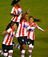 BARRANQUIILLA - COLOMBIA, 03-03-2018: Kelis Peduzine (mano arriba) del Atlético Junior Femenina celebra después de anotar un gol a Unión Magdalena Femenina durante partido por la fecha 4 de la Liga Femenina Águila 2018 jugado en el estadio Metropolitano Roberto Meléndez de la ciudad de Barranquilla. / Kelis Peduzine (hand Up) player of Atletico Junior Femenina celebrates after scoring a goal to Union Magadalena Women during match for the date 4 of the Aguila Women League 2018 played at Metropolitano Roberto Melendez stadium in Barranquilla city.  Photo: VizzorImage/ Alfonso Cervantes / Cont