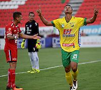 IBAGUE - COLOMBIA -30 -09-2016: Jorge Ramos, jugador de Atletico Huila celebra el gol anotado a Fortaleza C.E.I.F, durante partido entre Atletico Huila y Fortaleza C.E.I.F, por la fecha 15 de la Liga Aguila II 2016 en el estadio Manuel Murillo Toro de Ibague. / Jorge Ramos, player of Atletico Huila celebrates a goal scored to Fortaleza C.E.I.F, during a match between Atletico Huila and Fortaleza C.E.I.F, for the date 15 of the Liga Aguila II 2016 at the Manuel Murilo Toro Stadium in Ibague city. Photo: VizzorImage  / Juan C Escobar / Cont.