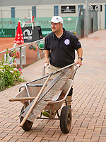 Netherlands, Amstelveen, August 18, 2015, Tennis,  National Veteran Championships, NVK, TV de Kegel,  Groundsman<br />