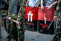 "UKRAINE, 04.2014, Kiew. Rechtsextremes Kampfbuendnis ""Rechter Sektor"": Bewachen eines Zugangs zum Maidan-Platz.   Right wing extremist combat alliance ""Right Sector"":Guarding an entry to Maidan Nezhalesnosty square. © Arturas Morozovas/EST&OST"