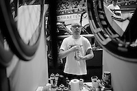 6day winner Jasper De Buyst's soigneur (and father!) Franky at work<br /> <br /> Gent 6 - day 4