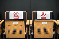 Plenarsitzung des Berliner Abgeordnetenhaus am Donnerstag den 30. April 2020.<br /> Im Bild: Aufgrund der Corona-Verordnungen gesperrte Siztplaetze auf der Zuschauertribuene.<br /> 30.4.2020, Berlin<br /> Copyright: Christian-Ditsch.de<br /> [NUR FUER REDAKTIONELLE ZWECKE! Werbung nur auf Anfrage beim Fotografen. Inhaltsveraendernde Manipulation des Fotos nur nach ausdruecklicher Genehmigung des Fotografen. Vereinbarungen ueber Abtretung von Persoenlichkeitsrechten/Model Release der abgebildeten Person/Personen liegen nicht vor. NO MODEL RELEASE! Don't publish without copyright Christian-Ditsch.de, Veroeffentlichung nur mit Fotografennennung, sowie gegen Honorar, MwSt. und Beleg. Konto: I N G - D i B a, IBAN DE58500105175400192269, BIC INGDDEFFXXX, Kontakt: post@christian-ditsch.de<br /> Bei der Bearbeitung der Dateiinformationen darf die Urheberkennzeichnung in den EXIF- und  IPTC-Daten nicht entfernt werden, diese sind in digitalen Medien nach §95c UrhG rechtlich geschuetzt. Der Urhebervermerk wird gemaess §13 UrhG verlangt.]