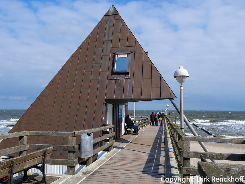 Seebrücke in Koserow auf der Insel Usedom, Mecklenburg-Vorpommern, Deutschland, Europa<br /> pier in Koserow, Isle of Usedom, Mecklenburg-Hither Pomerania, Germany, Europe