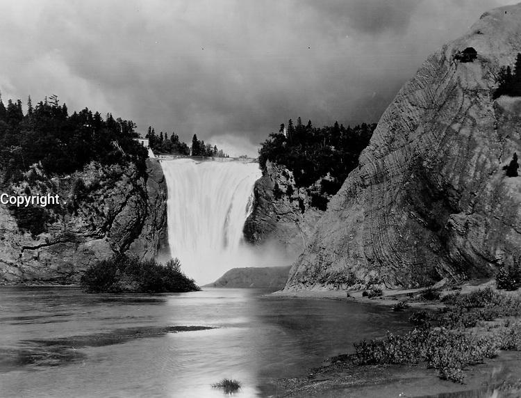 Quebec Montmorency Falls, near Quebec city<br /> <br /> 1941<br /> <br /> PHOTO : Toronto Star Archives - AQP