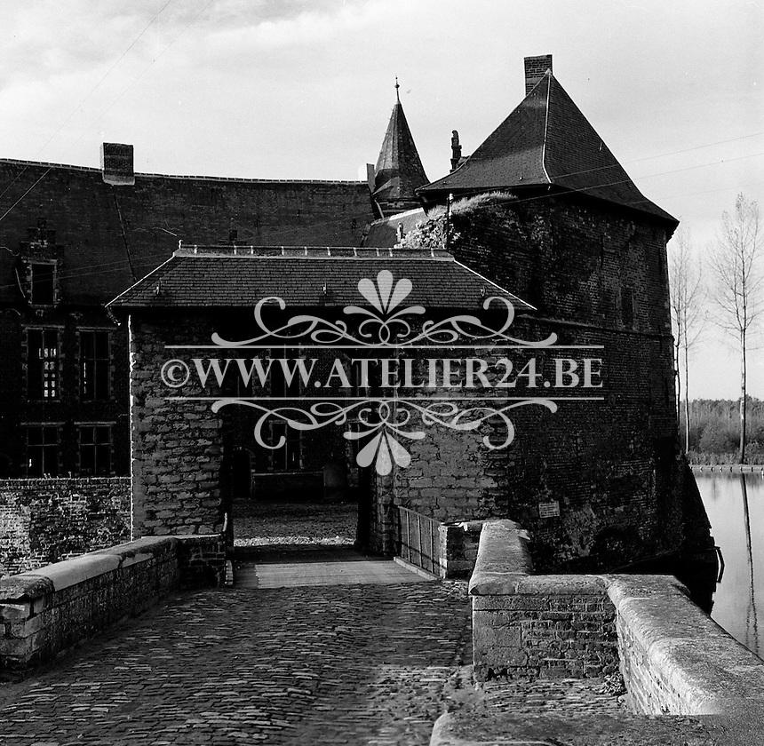 November 1956: Het kasteel van Horst in Sint-Pieters-Rode (deelgemeente van Holsbeek in Vlaanderen)