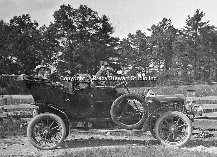 Product: Buick Model F<br /> Manufacturer: Buick Auto-Vim and Power Company,<br /> <br /> Westmoreland County PA:  Brady Stewart and friends stopped along the road to pose for a photograph in the new 1906 Buick Model