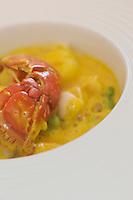 Europe/France/Provence-Alpes-Côte d'Azur/83/Var/ Callas: Cassolette de homard aux fèvettes et safran, recette de Phillipe Da Silva de l' Hostellerie Les Gorges de Pennafort