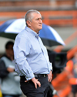 ENVIGADO - COLOMBIA, 03-04-2019: Eduardo Lara, técnico de Envigado F. C., durante partido entre Envigado F. C. y Atlético Bucaramanga de la fecha 13 por la Liga Águila I 2019, en el estadio Polideportivo Sur de la ciudad de Envigado. / Eduardo Lara, coach of Envigado F. C., during a match between Envigado F. C., and Atletico Bucaramanga of the 13th date  for the Leguaje Aguila I 2019 at the Polideportivo Sur stadium in Envigado city. Photo: VizzorImage / León Monsalve / Cont.