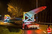 GERMANY , special tranport of rotor blade SENVION 75,4m  at night/ DEUTSCHLAND Spezial transport  eines Rotoblatts SENVION 75,4m von Cuxhaven nach Testfeld Neuenwalde fuer den Prototyp Senvion 6.2M152 durch Spedition Torben Rafn