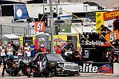 #51: Chandler Smith, Kyle Busch Motorsports, Toyota Tundra Toyota Safelite AutoGlass pit stop