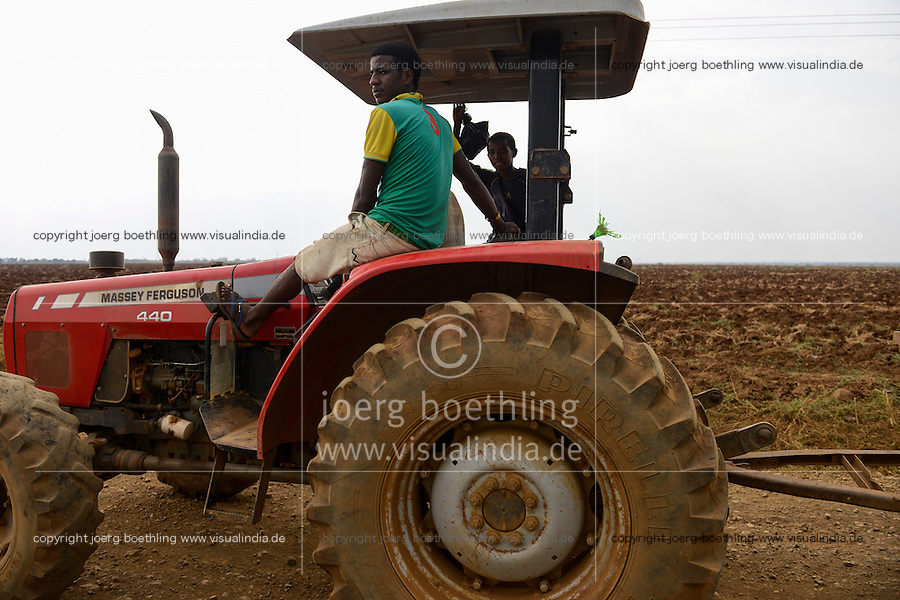 ETHIOPIA Gambela, Abobo, farm land of company Saudi Star Agricultural Development owned by Mohamed al-Amoudi, it was former a cooperative farm developed under the DERG Regime with soviet aid / AETHIOPIEN Gambella, Abobo, grosse Farm der Firma Saudi Star Agricultural Development  des Eigentuemer Mohamed al-Amoudi