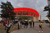 Fans vor dem erleuchteten Stadion - Frankfurt 16.09.2021: Eintracht Frankfurt vs. Fenerbahce Istanbul, Deutsche Bank Park, 1. Spieltag UEFA Europa League