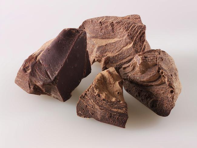 Raw cacao liquor pieces