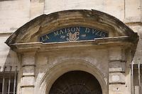"""Europe/France/Languedoc-Roussillon/30/Gard /  Uzès :  Détail porte du restaurant """"Les Trois Salons""""18, rue du Dr-Blanchard"""
