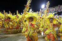 RIO DE JANEIRO, RJ, 16.02.2015 - CARNAVAL 2015 - RIO DE JANEIRO - GRUPO ESPECIAL / SALGUEIRO - Integrantes da escola de samba Acadêmicos do Salgueiro durante desfile do grupo especial do Carnaval do Rio de Janeiro, na madrugada desta segunda-feira, 16. (Foto: Gustavo Serebrenick / Brazil Photo Press)