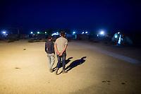 Fluechtlingscamp Arin Mirxan nahe der Ortschaft Suruc im tuerkischen Grenzgebiet zu Syrien. Hier leben ca. 250 Menschen, die vor dem Krieg des IS gegen die Kurden in dem Kurdengebiet Rojava von Syrien aus in die Tuerkei geflohen sind.<br /> 17.10.2015, Suruc/Tuerkei<br /> Copyright: Christian-Ditsch.de<br /> [Inhaltsveraendernde Manipulation des Fotos nur nach ausdruecklicher Genehmigung des Fotografen. Vereinbarungen ueber Abtretung von Persoenlichkeitsrechten/Model Release der abgebildeten Person/Personen liegen nicht vor. NO MODEL RELEASE! Nur fuer Redaktionelle Zwecke. Don't publish without copyright Christian-Ditsch.de, Veroeffentlichung nur mit Fotografennennung, sowie gegen Honorar, MwSt. und Beleg. Konto: I N G - D i B a, IBAN DE58500105175400192269, BIC INGDDEFFXXX, Kontakt: post@christian-ditsch.de<br /> Bei der Bearbeitung der Dateiinformationen darf die Urheberkennzeichnung in den EXIF- und  IPTC-Daten nicht entfernt werden, diese sind in digitalen Medien nach §95c UrhG rechtlich geschuetzt. Der Urhebervermerk wird gemaess §13 UrhG verlangt.]