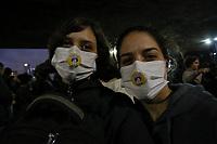 SÃO PAULO, SP, 23.08.2019: PROTESTO-SP - Manifestantes se reuniram na Avenida Paulista em frente ao MASP, em ato contra o atual governo em relação à Floresta Amazônica nesta sexta-feira (23). (Foto: Ale Frata/Código19)