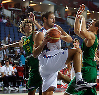 Nenad KRSTIC (Serbia)   passes Simas JASAITIS (Lithuania) and Robertas JAVTOKAS (Lithuania) during the 3rd Place World championship basketball match against Lithuania in Istanbul, Serbia-Lithuania, Turkey on Sunday, Sep. 12, 2010. (Novak Djurovic/Starsportphoto.com) .