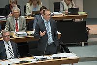 Plenarsitzung des Berliner Abgeordnetenhaus der laufenden Legislaturperiode am Donnerstag den 26. Mai 2016.<br /> Im Bild: Michael Mueller, Regierender Buergermeister (SPD) erklaert in der Fragestunde des Parlaments, dass der Flughafen BER moeglicherweise erst im Jahr 2018 eroeffnet werden kann.<br /> 26.5.2016, Berlin<br /> Copyright: Christian-Ditsch.de<br /> [Inhaltsveraendernde Manipulation des Fotos nur nach ausdruecklicher Genehmigung des Fotografen. Vereinbarungen ueber Abtretung von Persoenlichkeitsrechten/Model Release der abgebildeten Person/Personen liegen nicht vor. NO MODEL RELEASE! Nur fuer Redaktionelle Zwecke. Don't publish without copyright Christian-Ditsch.de, Veroeffentlichung nur mit Fotografennennung, sowie gegen Honorar, MwSt. und Beleg. Konto: I N G - D i B a, IBAN DE58500105175400192269, BIC INGDDEFFXXX, Kontakt: post@christian-ditsch.de<br /> Bei der Bearbeitung der Dateiinformationen darf die Urheberkennzeichnung in den EXIF- und  IPTC-Daten nicht entfernt werden, diese sind in digitalen Medien nach §95c UrhG rechtlich geschuetzt. Der Urhebervermerk wird gemaess §13 UrhG verlangt.]