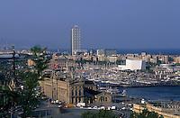 Europe/Espagne/Catalogne/Barcelone : Le port et Mare Magnum depuis le jardin botanique