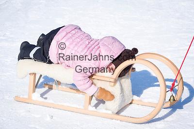 Austria, Tyrol, Reith near Kitzbuhel at Brixen Valley: winter fun for the whole family | Oesterreich, Tirol, Reith bei Kitzbuehel im Brixental: Winterspass fuer die ganze Familie, Kleinkind schlaeft auf dem Schlitten