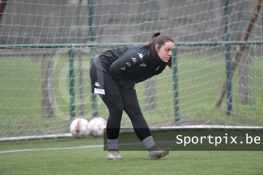 Sara Missair (21) of Sporting Charleroi  pictured during a female soccer game between SV Zulte - Waregem and Sporting Charleroi on the eleventh matchday of the 2020 - 2021 season of Belgian Scooore Womens Super League , saturday 23 th of January 2021  in Zulte , Belgium . PHOTO SPORTPIX.BE | SPP | DIRK VUYLSTEKE