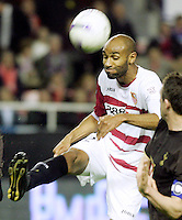 Seville´s Frederic Kanoute kicks the ball during his UEFA cup quarter-final, 1st leg match, at Ramon Sanchez Pizjuan stadium in Seville, Spain, Thursday, April. 5, 2007. (INSIDE/ALTERPHOTOS/Steve Clark) Coppa Uefa Siviglia Tottenham