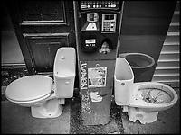 Europe/Ile de France/Paris: 75011 Rue Moret Sanisette bi-place , prototype et parcmêtre intégéré  //  Europe / Ile de France / Paris: 75011 Rue Moret Sanisette two-seater, prototype and integrated parking meter