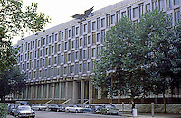 London: U.S. Embassy, Grosvenor Square, Mayfair.