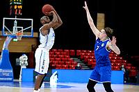43 KM<br /> GRONINGEN -  Basketbal,  Donar - Den Helder Suns Elite A seizoen 2020--2021, 27-03-2021,  Donar speler Justin Watts legt aan voor een schot rechts Donar speler Davonte Lacy