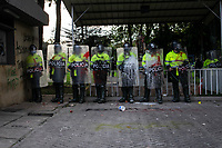 BOGOTA - COLOMBIA, 10-09-2020: Miembros de la Policía montan guardia frente al CAI de Villa Luz durante el segundo día de protestas causadas por el asesinato del abogado Javier Ordoñez, abogado de 46 años, a manos de efectivos de la Policía de Bogotá el pasado miércoles 09 de septiembre de 2020 en el barrio Villa Luz al noroccidente de Bogotá (Colombia). En lo que va corrido del 2020 la alcaldía de Bogotá ha recibido 137 denuncias  de abuso policial de las cuales la Policía acusa recibido de 38.  / Members of the Police stand guard in front of the CAI of Villa Luz during the second day of protests caused by the murder of lawyer Javier Ordoñez, a 46-year-old lawyer, at the hands of members of the Bogotá Police on Wednesday, September 9, 2020 in Villa Luz neighborhood in the northwest of Bogotá (Colombia). So far in 2020 the Bogotá mayor's office has received 137 complaints of police abuse of which the Police accuse they have received 38. Photo: VizzorImage / Johan Rugeles / Cont
