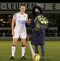 Lenie Onzia (8 OHL) poses with the match ball sponsor Sonja Buggenhoutbefore a female soccer game between Oud Heverlee Leuven and Sporting de Charleroi on the seventh matchday of the 2020 - 2021 season of Belgian Womens Super League , sunday 15 th of November 2020  in Heverlee , Belgium . PHOTO SPORTPIX.BE | SPP | SEVIL OKTEM