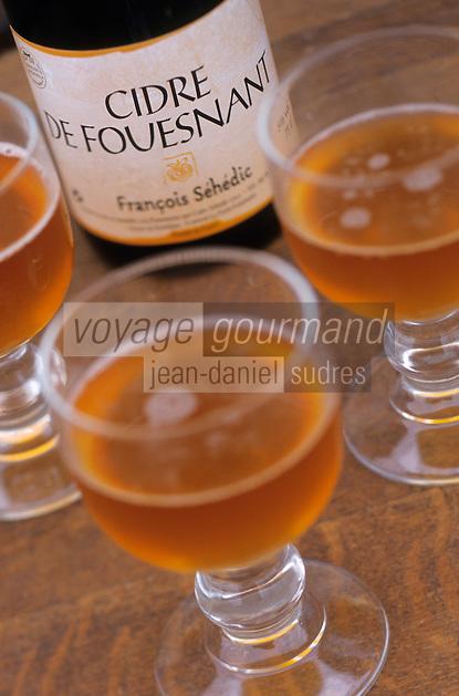 Europe/France/Bretagne/29/Finistère/La Forèt Fouesnant: Verres et bouteille de cidre de Fouesnant de la Cidrerie Séhédic